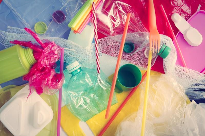 En 2021, la CDMX dirá adiós a bolsas de plástico, popotes, agitadores, globos